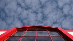 Horfðu til himins (dvergur) Tags: blue red sky window clouds buildings empty reykjavík gluggi rautt hús 30d ský himinn blátt kreppa isliceland tómt dwwg