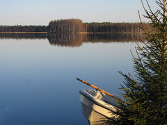 Windless morning. (Vaeltaja) Tags: blue trees lake reflection nature water forest suomi finland boat spring may oulu spruce vesi luonto vene smrgsbord sininen heijastus kevt puut toukokuu kuivasjrvi kuusi mywinners abigfave metsa anawesomeshot