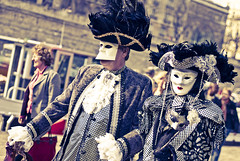 Carnaval Venise - Paris-82 (Willy_G91) Tags: italien carnival venice portrait paris festival port de costume nikon italia mask cosplay event hut carnaval frau baroque venise venezia avril bastille venedig italie larva masque 2010 commedia maske venitien arlequin kostüm tricorne dellarte d80 larsenal tabarro bauta