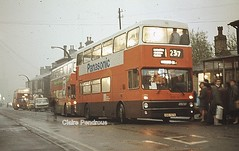 Christmas shopping in Glossop, 1984. (Lady Wulfrun) Tags: winter wet manchester december derbyshire passengers 1984 glossop damp henrystreet metrobus christmasshopping 237 mcw wintry lightson gmpte 5107 christmas1984 snd107x