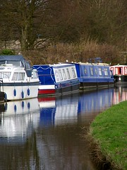 Boats on the bend (Cyclingrelf) Tags: blue green reflections boats canal boating coventry barge narrowboat canalboating coventrycanal
