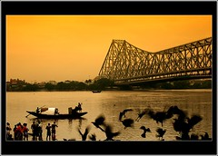 good morning kolkata! (Soumya Bandyopadhyay) Tags: birds boat flock devotees kolkata tarpan howrahbridge tamron28300mm pentaxk100d tobaccolayer jagannathghat mahalayamorning