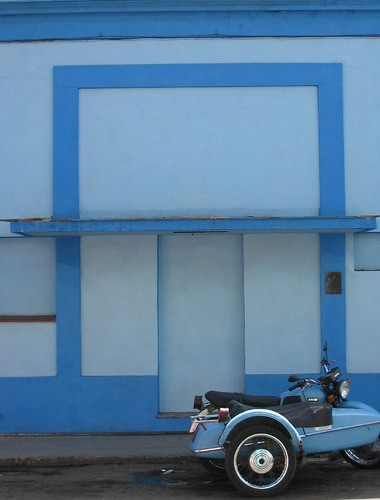 Trim_blue-car-crop