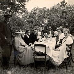 Midsommar 1957 Slite, Gotland. (ART NAHPRO) Tags: family summer outside midsummer sweden 1957 sverige gotland midsommar slite randahl