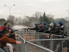Manif contre les Centres de Rtention Administrative (19 jan 2008) (tofz4u) Tags: paris demo fight riot protest demonstration manif manifestation vincennes crs sanspapiers cra barrires immigrs sarkoland expultion centredertentionadministrative gazlacrymo