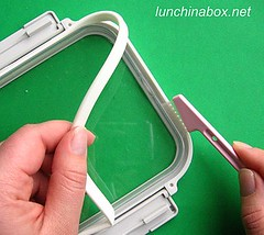 Cleaning under the rubber packing strip of a bento box lid