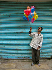 Balloon Wallah (Meanest Indian) Tags: people india men balloon gujarat ahmedabad explored nouvellephotography