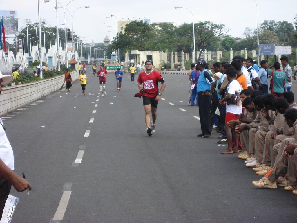 Karthik_FinishLine_ChennaiMarathon2008