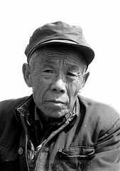 Old man portrait (Chamelle Designs) Tags: china old flowers portrait bw man face vegetables festival was spring shanghai appreciation elderly lp cherryblossom lonelyplanet 中国 上海 花 pudong shanghaiist selling wrinkles plumblossom 中國 peachblossom 春 facialexpression guzhen flowerviewing nanhui 南汇 huinan lpruralrf