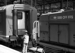 Gefahrenzone (peekm) Tags: railroad bw white black station danger train schweiz switzerland luzern eisenbahn railway zug bahnhof sbb worker lucerne ffs gefahr arbeiter cff peekm