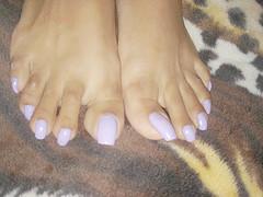 869d (lyonslyonslyons) Tags: long toenails