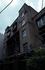 070619047.jpg (todoanphoto) Tags: tokyo contax rx distagon carlzeiss minowa 25mmf28 dojunkaiapartment