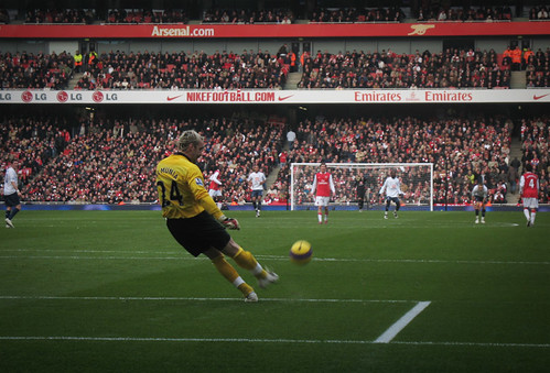 Manuel Almunia returns to Arsenals goal just in time for the North London derby against Tottenham. (Courtesy Tim Snell Flickr)