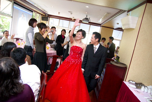 新娘豪氣入場