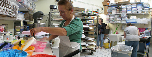 Master cake decorator in Pensacola, Florida, USA