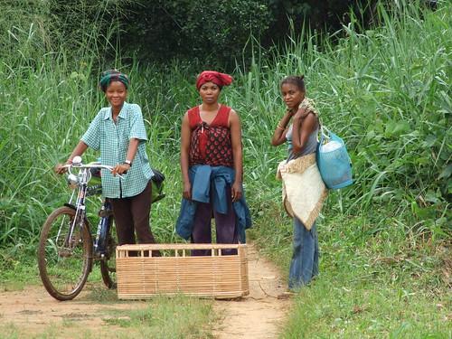 Kisangani fishbuyers_Clarice bike