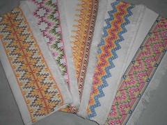 Jogo americano bordado em vagonite (kikabordados) Tags: flores bordados miangas vidrilhos lantejoulas vagonite pates