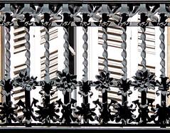 Barcelona - València 213 12 (Arnim Schulz) Tags: modernisme barcelona artnouveau stilefloreale jugendstil cataluña catalunya catalonia katalonien arquitectura architecture architektur spanien spain espagne españa espanya belleepoque fer herro ferro gusseisen schmiedeeisen forjado forgé wrought forged art kunst arte castiron ferdefonte hierro metalwork building edificio bâtiment gebäude edifici modernismo ferronnerie eixample gaudí fence zaun valla grille lattice reja gitter textur texture muster textura decoración dekoration deko deco ornament ornamento