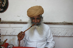 Smoking the hookah Meherangarh fort Jodphur, Rajasthan, India (November 2007) by Cor Lems