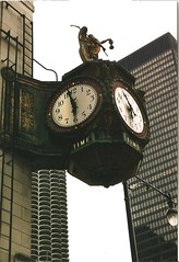 clock near the chicago river (sftrajan) Tags: 2005 chicago clock architecture arquitectura architektur michiganavenue  architettura architectuur arkitektur  nikonem architektura  mimarlk      ptszet