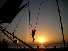 jump! (yellow.kiddo) Tags: sunset beach atardecer dawn jump playa puesta reaca viadelmar saltar beatrixkiddo yellowkiddo kkiddo emiliacavecedo