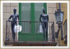 Barcelona, Barri de la Ribera - Mirando por el balcón desnudas