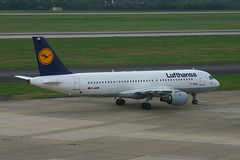 "Lufthansa D-AIQB ""Bielefeld"" (Howard_Pulling) Tags: canon germany deutschland 300d aircraft aeroplane german airbus dusseldorf dsseldorf lufthansa bielefeld a320 dus daiqb hpulling"