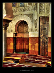 Inside the mosque Al-Qarawiyin  in the medina fez (*atrium09) Tags: travel topf25 architecture arquitectura olympus mosque morocco fez marocco medina mezquita marruecos soe hdr fes themoulinrouge photomatix 35faves 25faves atrium09 mywinners qarawiyin rubenseabra جامعةالقرويين ostrellina
