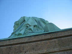 The Back of the Robe (lee_yoshida) Tags: city newyorkcity trip travel vacation usa newyork canon statueofliberty nationalparkse