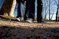 In view of ant (evatxu) Tags: d50 arbol nikon natura girona pies allstar suelo piernas banyoles evatxu avistadehormiga