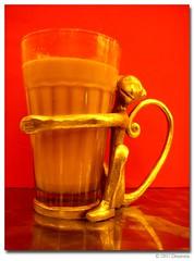 tea with the monkey (Archana Ramaswamy) Tags: monkey interesting tea brassmonkey chai ramaswamy archana oxfordbookstore masalachai chabar dementa glasstumbler archanaramaswamy