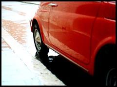 L'automobile (SalvoMizzle ...indipendente-mente-dipendente) Tags: red automobile fine 500 rosso riflessi pioggia ricoh domenica riflesso foggia sofine ricohkr5superii lautomobile viasilviopellico foggiaedintorni rikenon1250mm giammariatesta