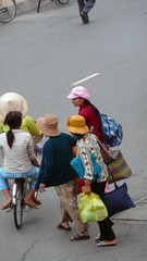 People from Vietnam (purplecamaleon) Tags: world travelling photography photo asia vietnamese foto image carlos vietnam fotografia fotografo southasia peralta southvietnam purplecamaleon carlosperalta vietnamdelsur