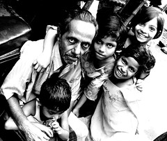 portrait for five (Monia Sbreni) Tags: travel people bw india man smile sepia children asia noiretblanc zwartwit indian bn indie schwarzweiss kolkata bengal pretoebranco bianconero calcutta biancoenero bengali seppia svartvitt blackandwithe bengala moniasbreni niosydetalles