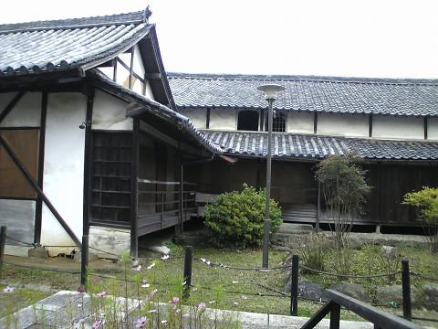 法起寺-荒れた建物