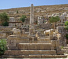 Èxedra i columna de Pratòmedes, Santuari d'Apol·lo, Cirene