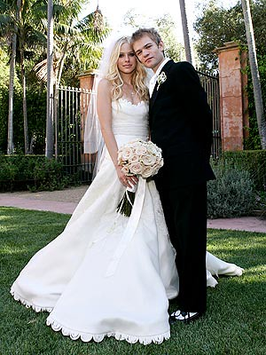 deryck whibley 2011. Lavigne and Deryck Whibley
