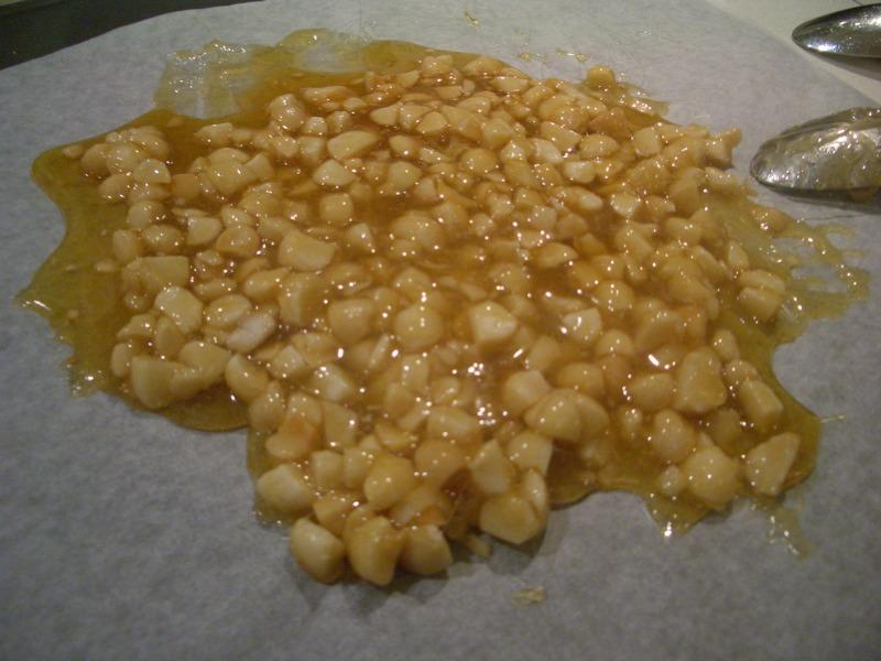 Macadamia brittle