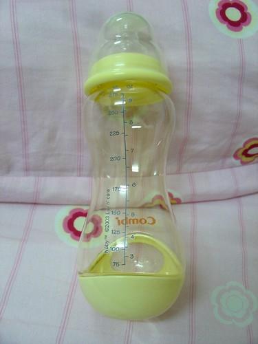 整個奶瓶就長的這樣~可愛吧!
