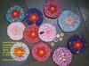 porta- moedas fuxicão (Carla Cordeiro) Tags: handmade feitoàmão botão fuxico feltro patchwork ♥ chaveiro portamoedas floresdetecido linhaeagulha agulhaelinha