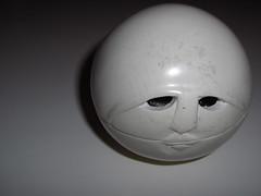 oltre... (stellobaldina) Tags: bw white art face ombre casio occhi luci roccia pietra scatola bianconero bocca viso naso exlim magica oltre faccie portagioie casioexlim