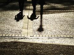 Walking on the street... (Paola Mximo) Tags: sol pessoas sombra andar fimdetarde walkingonthestreet