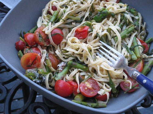 Asparagus and tomato pasta