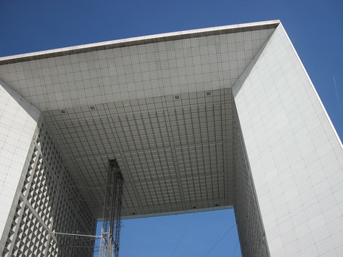 La Grande Arche, from below.