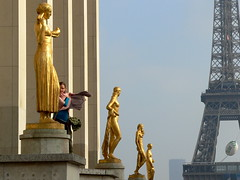 LE CINQUIME ELEMENT (Andr Pipa) Tags: fab woman paris france proud gold golden bravo femme mulher statues frana felicidade happiness eiffel pregnant francia ouro esttuas grvida trocadro olimpus orgulho blueribbonwinner supershot 50faves beautyisintheeyeofthebeholder 25faves mywinners abigfave anawesomeshot colorphotoaward goldenphotographeraward excellentphotographerawards theunforgettablepictures theperfectphotographer goldstaraward