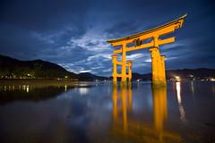 Torii @ Dusk (jauderho) Tags: original japan canon unescoworldheritagesite hiroshima miyajima itsukushimashrine  5d torii  unescoworldheritage 2007   1635mm jauderho japan2007