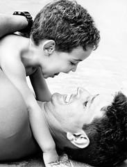 FuN! (Alê Santos) Tags: boy love smile fun happy parents amor father son alegria sorriso criança pai filho homem menino happines childrem d40x artlegacy betterthangood pfogold semana54 thechallengefactory