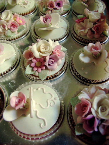 Rose garden by kylie lambert (Le Cupcake)