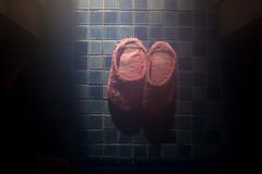 pink papucie (Wo Me) Tags: pink blue sunshine bathroom tiles slippers wojtekmejor