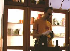 Dingerklärer im Museum der Dinge